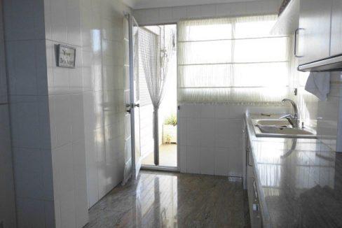 En venta gran piso en Ensanche cocina con salida a la terraza