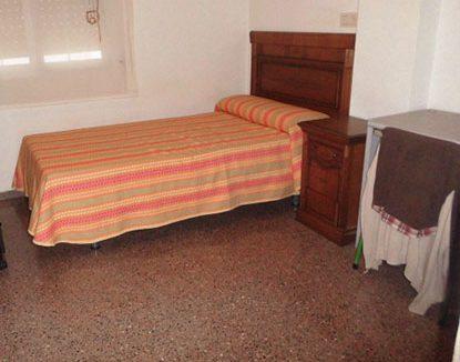Piso amplio y en perfecto estado zona ensanche - dormitorio