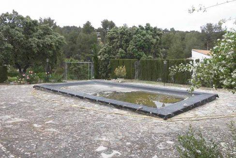 Acogedor chalet con impresionante jardín-piscina