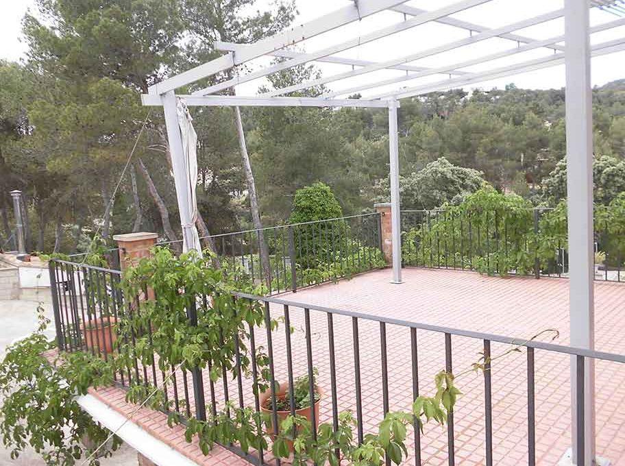 Acogedor chalet con impresionante jardín-porche