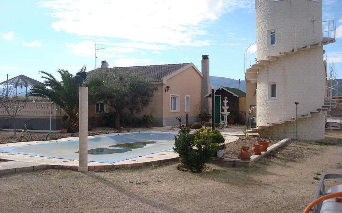 bello chalet con torre en Castalla-exterior2