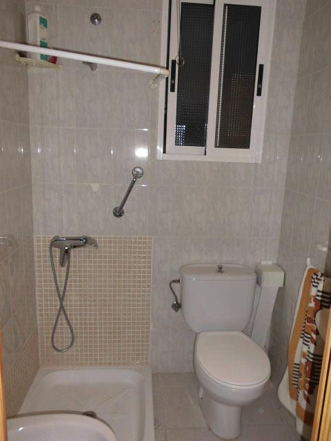 bonito y entrañable piso en ensanche-banyo