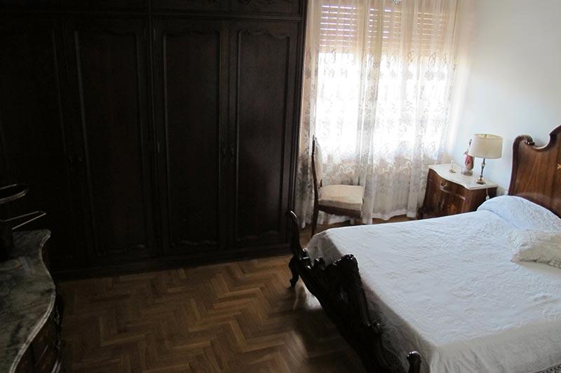 enorme_piso_de_estilo_tradicional_dormitorio