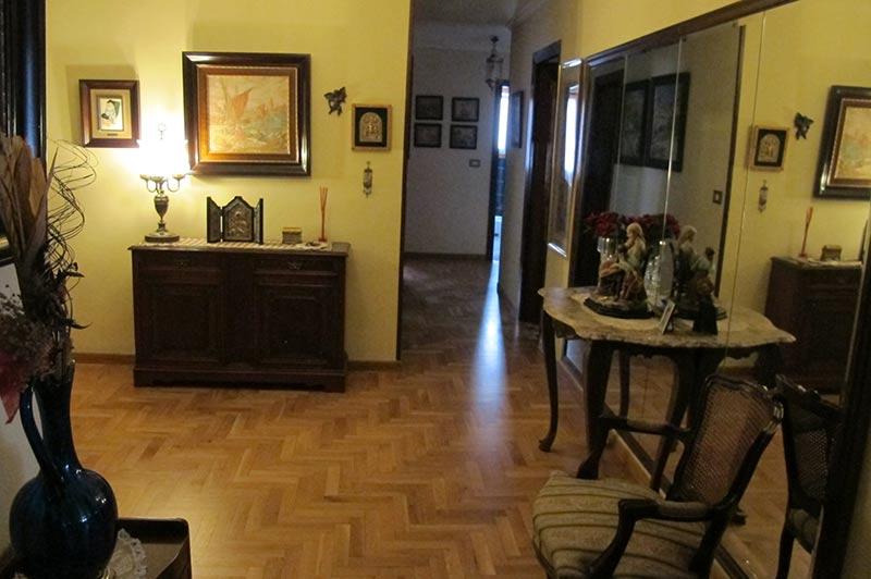 enorme_piso_de_estilo_tradicional_pasillo