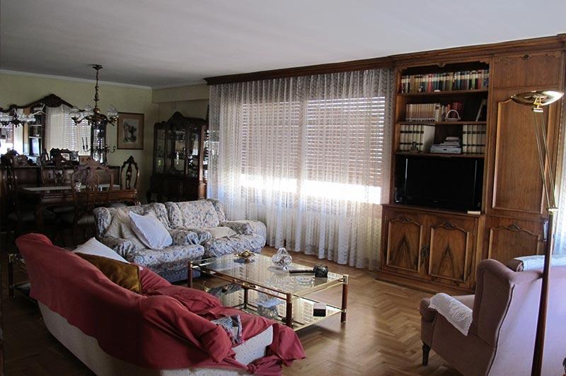 enorme_piso_de_estilo_tradicional_salon