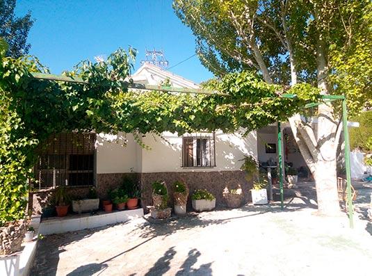 estupenda tradicional casa de campo en Baradello-jardin