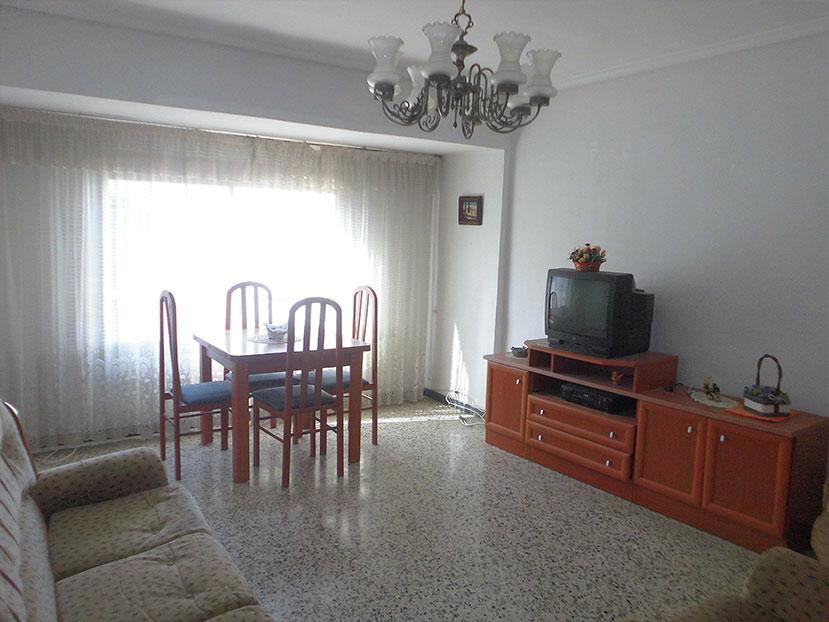 piso en santa rosa con 4 habitaciones salon