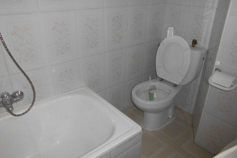 Piso en Santa Rosa con bastante luz natural banyo con ducha