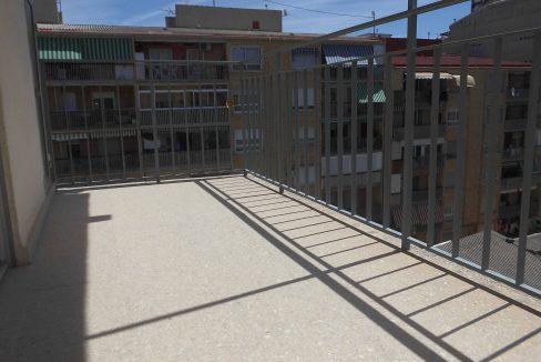 Piso muy soleado balcón