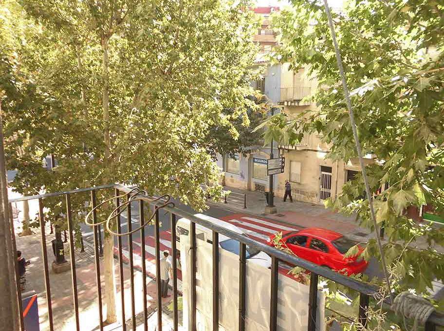 acogedor_piso_clasico_en_oliver-balcon
