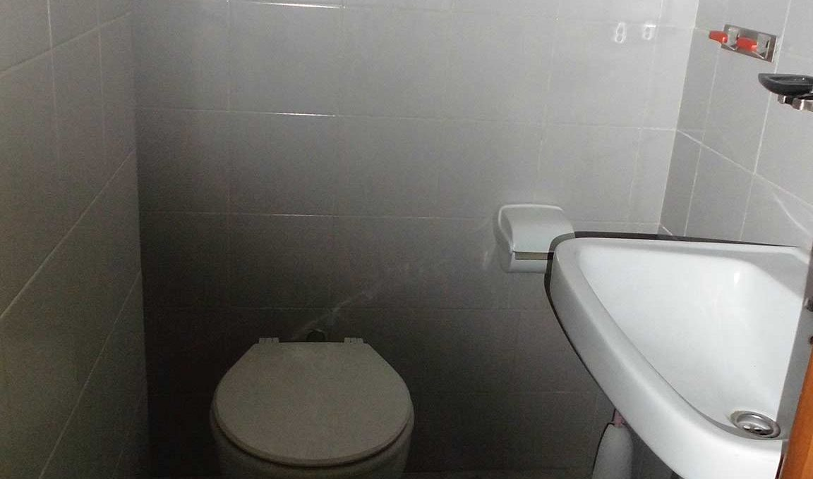 acogedora entreplanta en santarosa-banyo