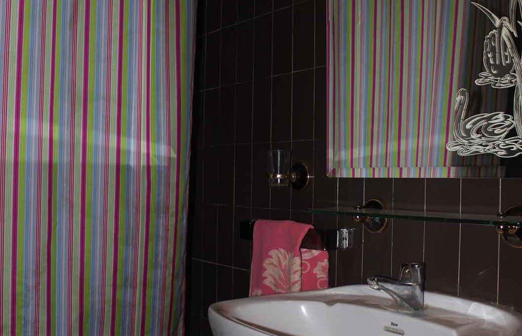 bonito_piso_semireformado_con_balcon - banyo