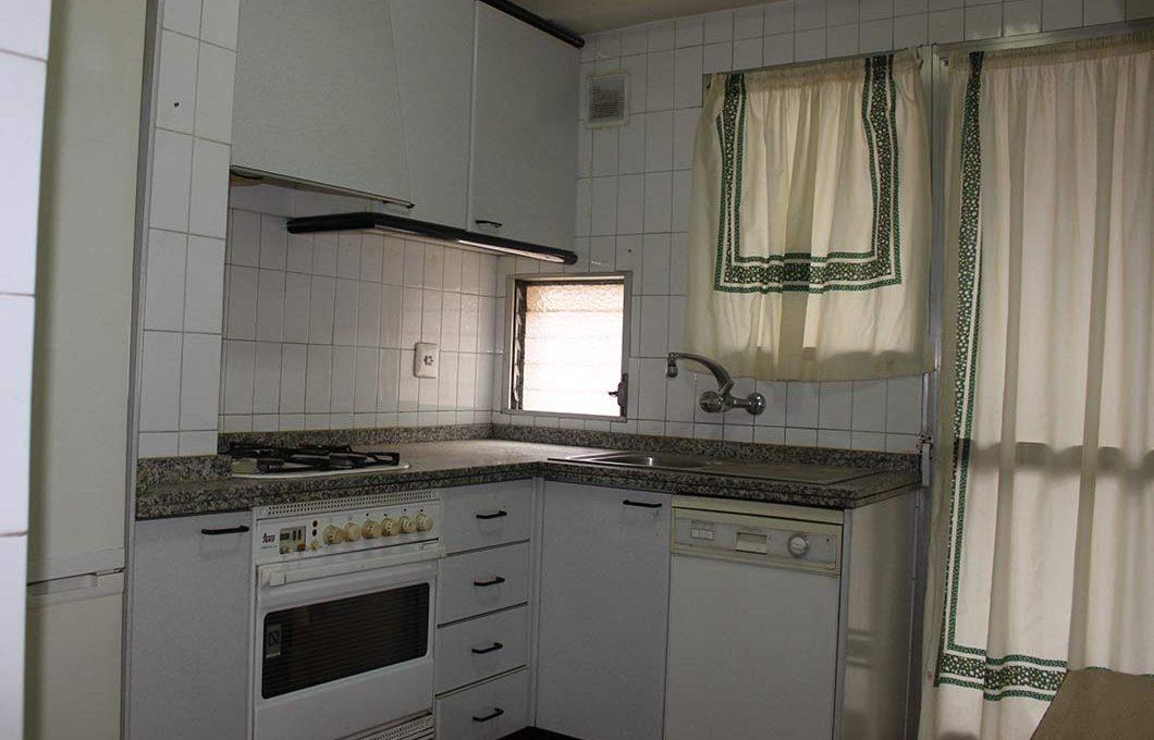 bonito_piso_semireformado_con_balcon - cocina