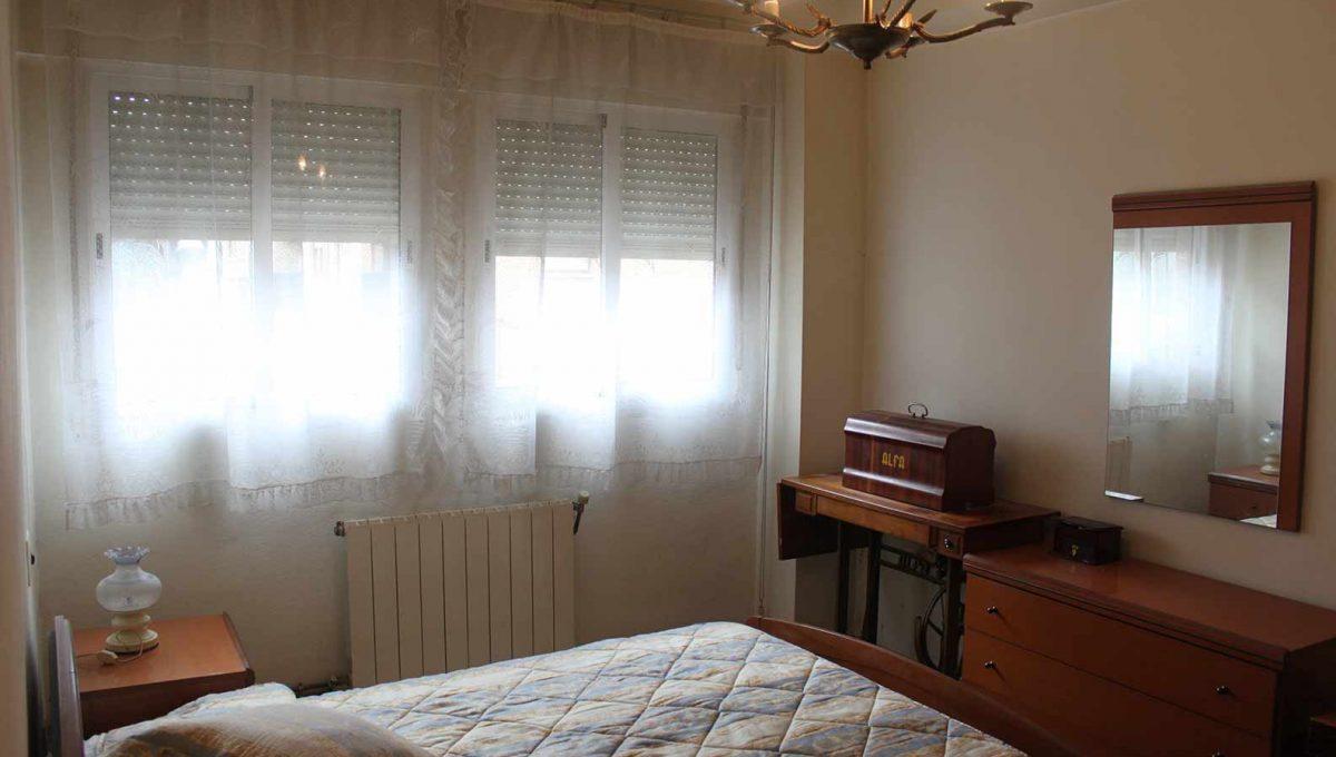 bonito_piso_semireformado_con_balcon - dormitorio