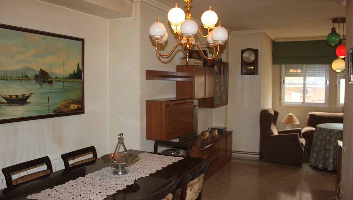 bonito_piso_semireformado_con_balcon - salon-comedor