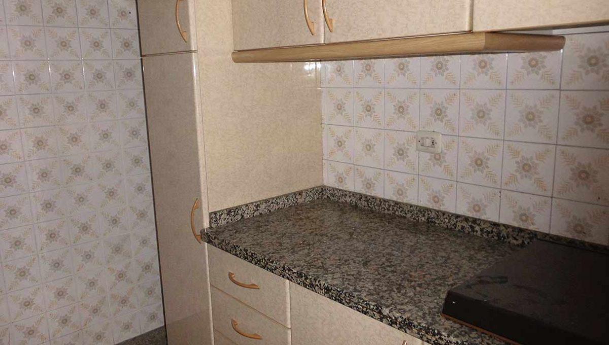 espacioso piso clasico en romeral-cocina