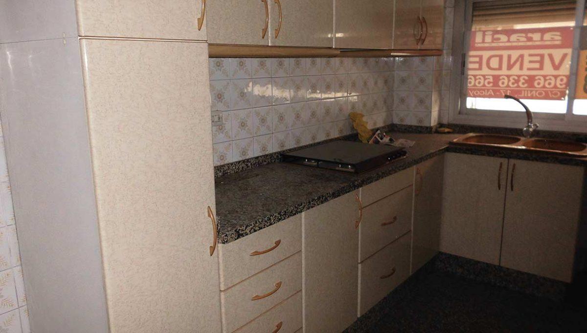 espacioso piso clasico en romeral-cocina2
