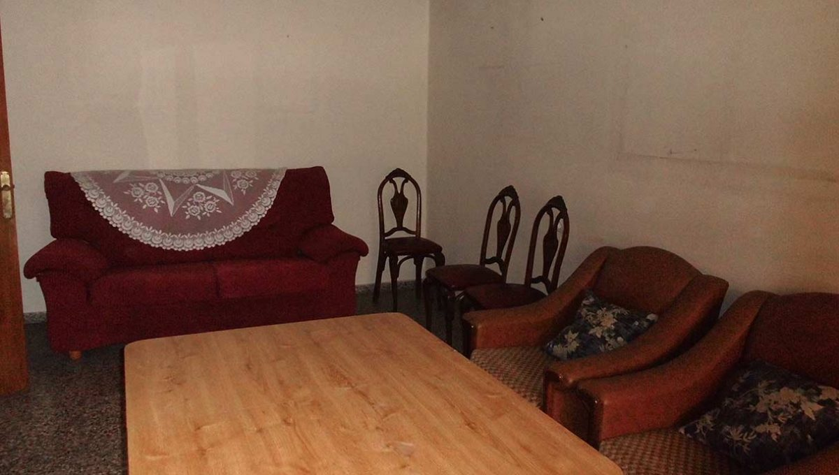 espacioso piso clasico en romeral-salon