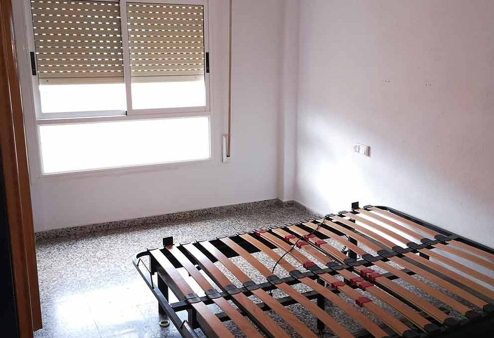 grande_y_soleado_piso_para_amueblar-habitacion