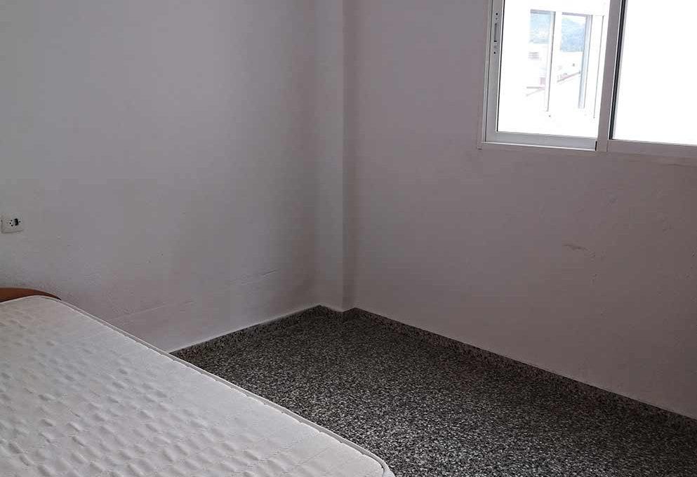 grande_y_soleado_piso_para_amueblar-habitacion2