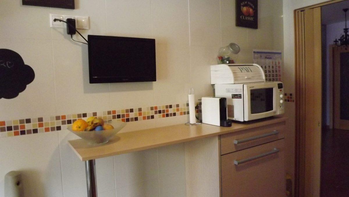 Alucinante piso moderno con dos patios en Santa Rosa-cocina2