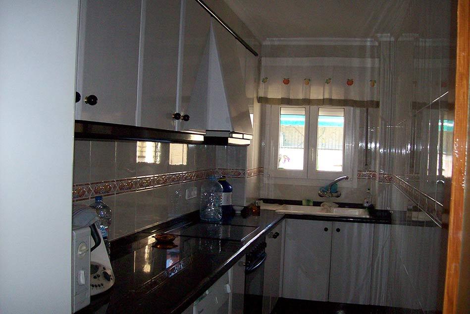 Clasico piso totalmente amueblado en el Centenario-cocina