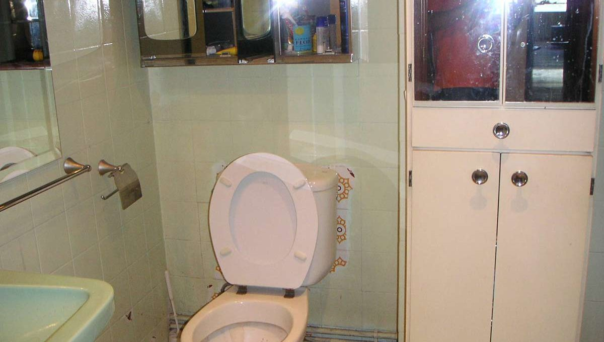 Confortable ático semireformado en Santa rosa-banyo