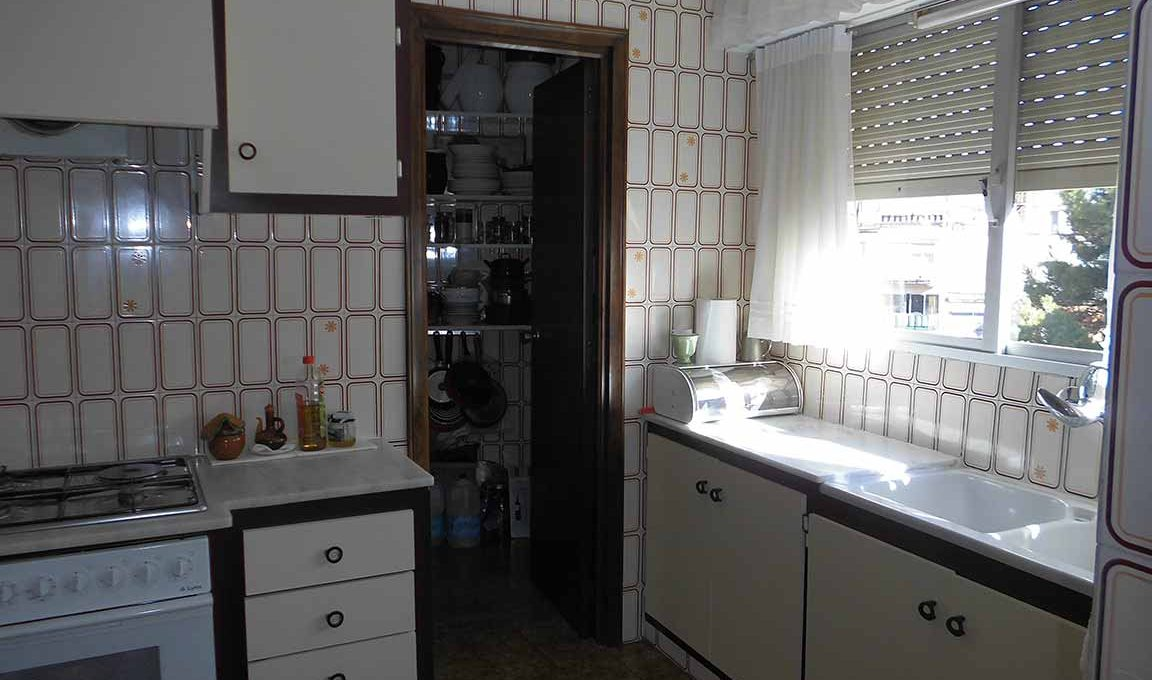 Enorme piso clásico en zona Oliver-cocina