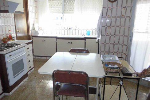Enorme piso clásico en zona Oliver-cocina3.