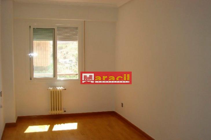 Luminoso piso para amueblar en Alcoy-dormitorio