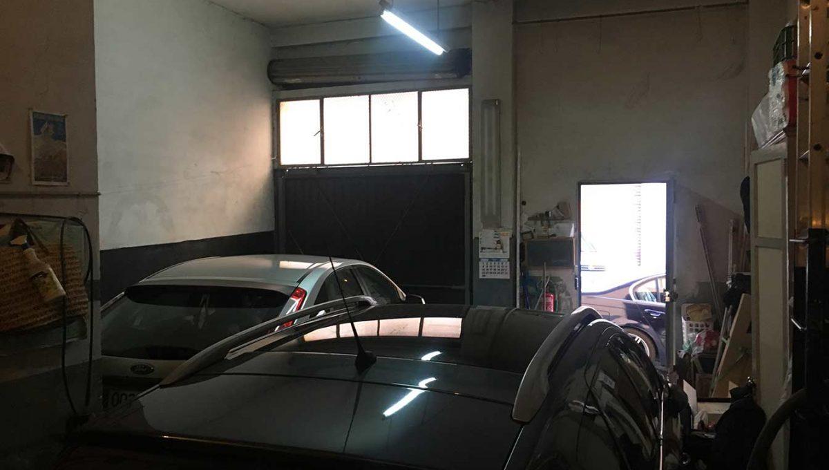 Se vende perfecto local para guardar coches-cochera