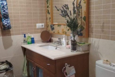 Soleado y confortable piso con balconcito en Santa rosa-banyo