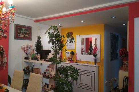 Soleado y confortable piso con balconcito en Santa rosa-comedor