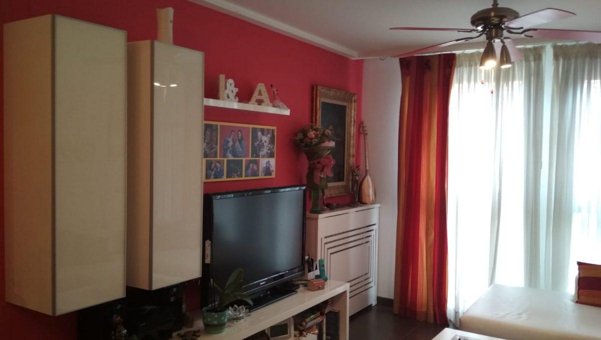 Soleado y confortable piso con balconcito en Santa rosa-comedor2