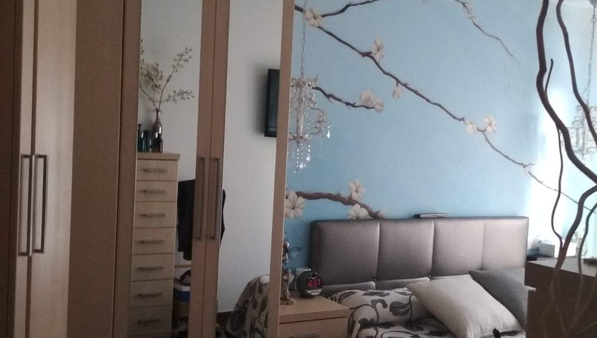 Soleado y confortable piso con balconcito en Santa rosa-dormitorio2