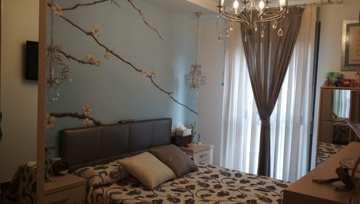 Soleado y confortable piso con balconcito en Santa rosa-dormitorio3