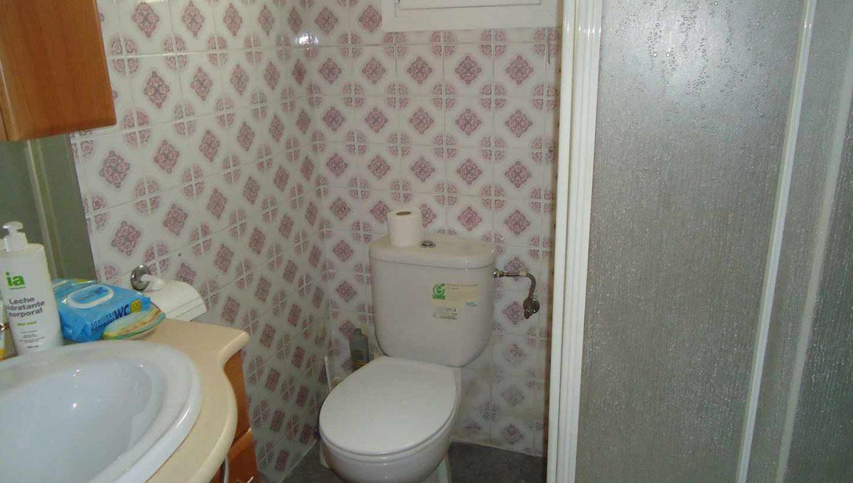 amplio piso totalmente reformado en Santa rosa-banyo
