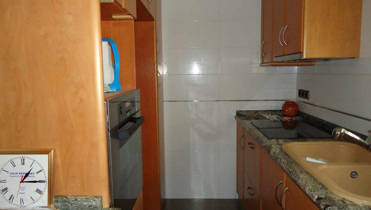 amplio piso totalmente reformado en Santa rosa-cocina