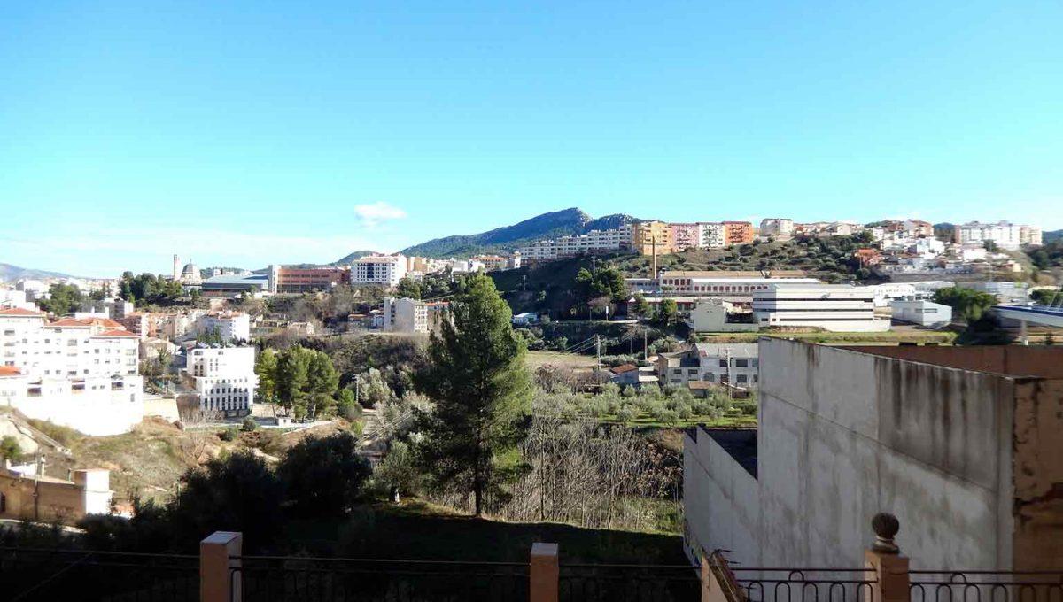 increible piso con dos balcones para amueblar-vistas