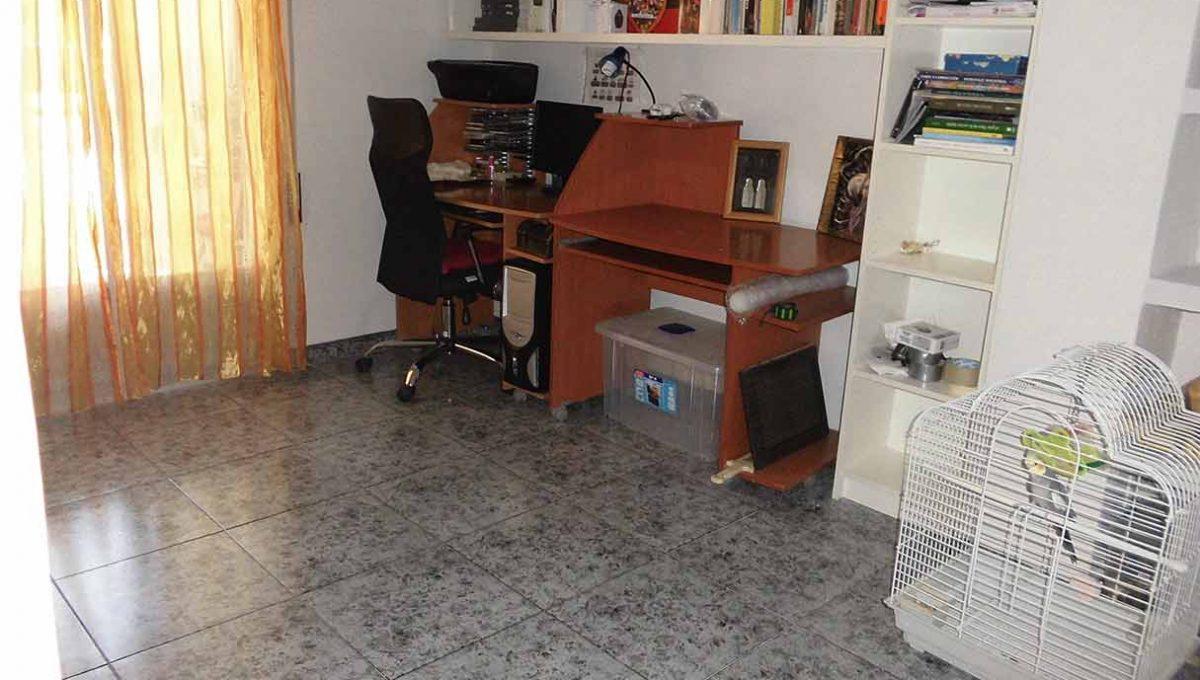 luminoso piso moderno con galeria y despensa-despacho