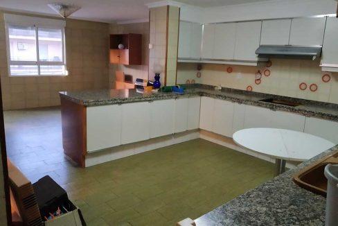 Céntrico-piso-con-buenas-vistas-a-amueblar-cocina