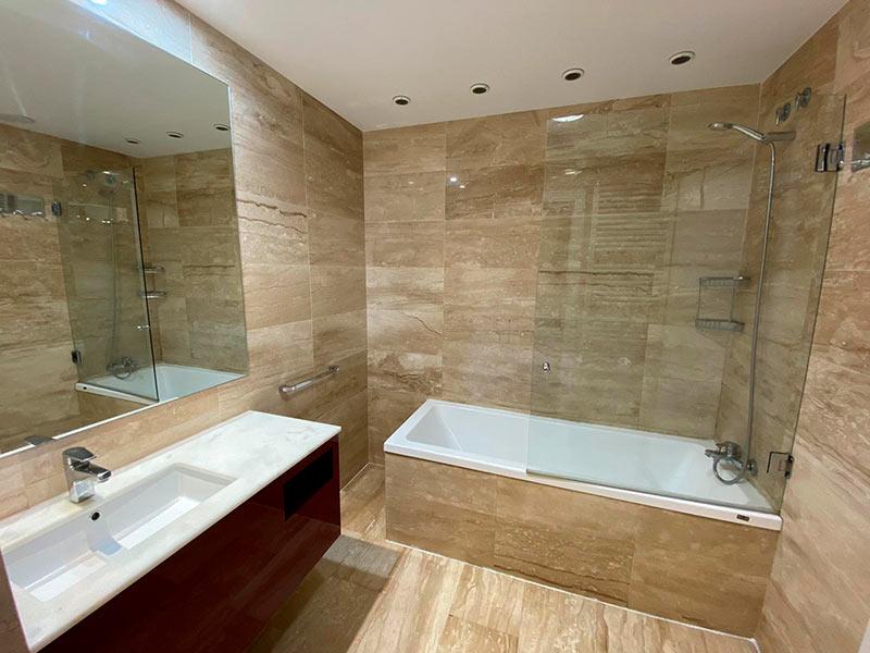 Moderno y luminoso piso lujoso en Ensanche-banyo