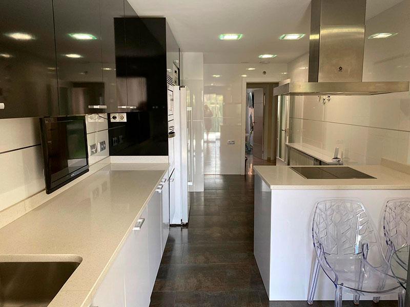 Moderno y luminoso piso lujoso en Ensanche-cocina