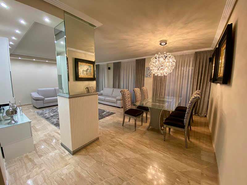 Moderno y luminoso piso lujoso en Ensanche-comedor