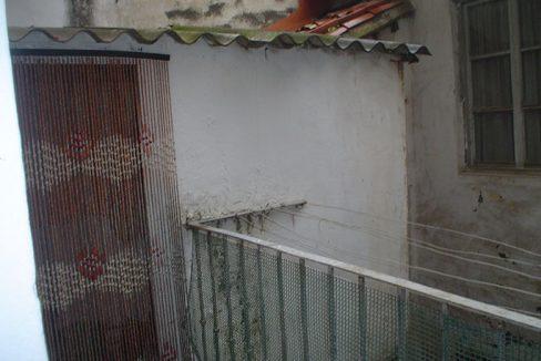 piso con balcón y un amplio local-terraza