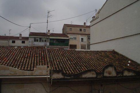 piso con balcón y un amplio local-vistas2