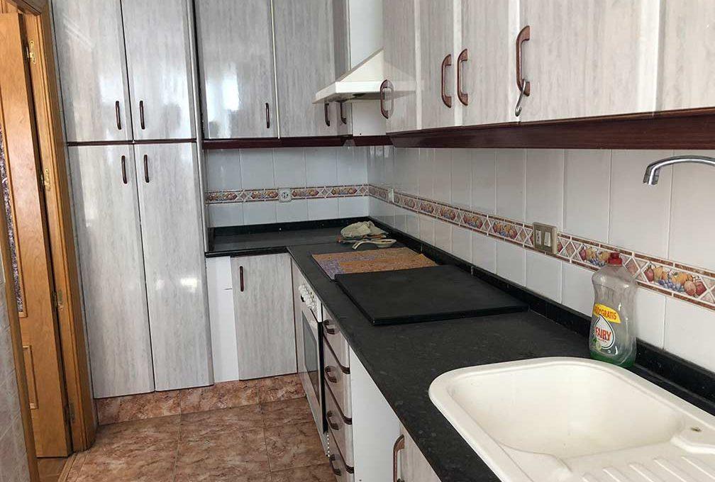 semisótano con terraza en Ensanche-cocina