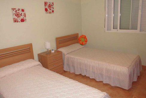 Amplio piso con balcon exterior y buenas vistas en el Romeral-dormitorio2