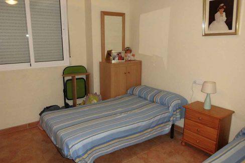 Amplio piso con balcon exterior y buenas vistas en el Romeral-dormitorio3
