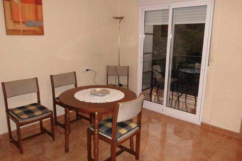 Amplio piso con balcon exterior y buenas vistas en el Romeral-salon